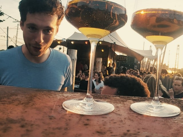 Munich Wine Rebels mit Wein für Weinprobe in München